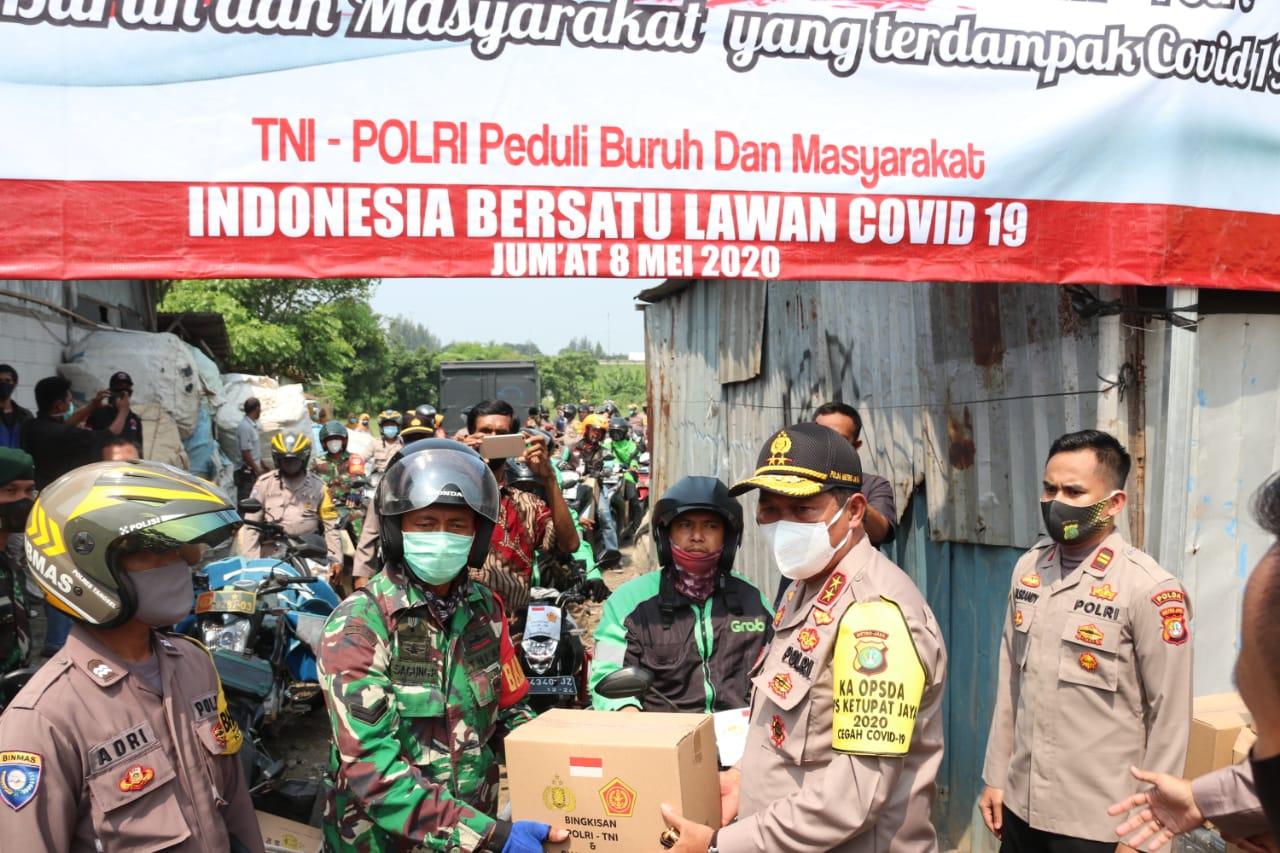 Bakti Sosial Polda Metro Jaya Bersama TNI Peduli Buruh dan Masyarakat.